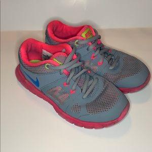Nike Girls size 11.5 GRAY PINK SNEAKER